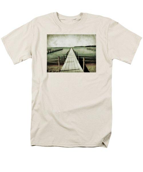 Okoboji Docks Men's T-Shirt  (Regular Fit)