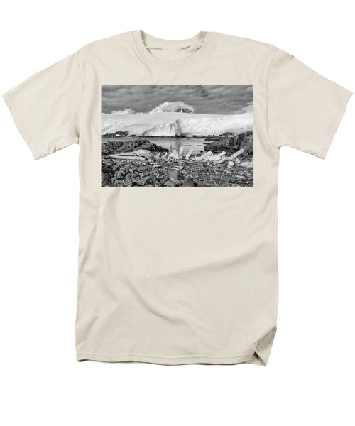 Men's T-Shirt  (Regular Fit) featuring the photograph Remains Of A Giant by Alan Toepfer