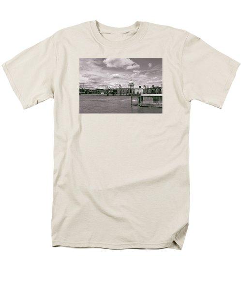 Saint Pauls Cathedral Along The Thames Men's T-Shirt  (Regular Fit) by Nop Briex
