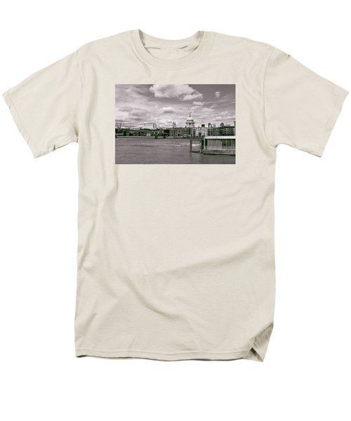 Saint Pauls Cathedral Along The Thames Men's T-Shirt  (Regular Fit)