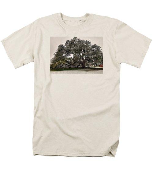 Snowfall On Emancipation Oak Tree Men's T-Shirt  (Regular Fit) by Jerry Gammon