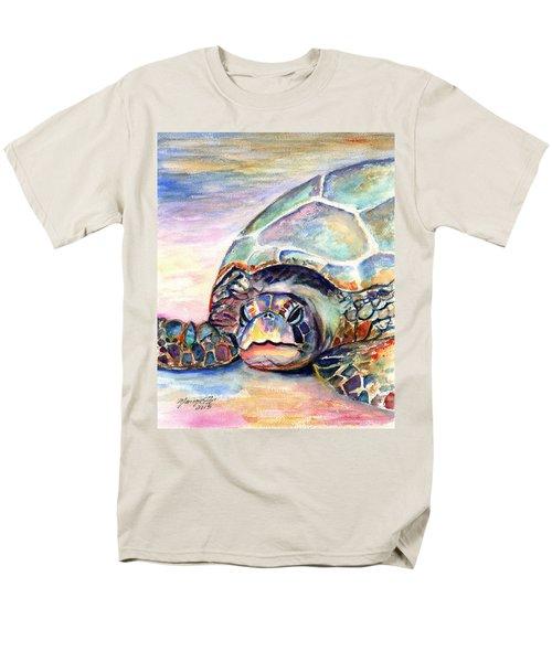 Turtle At Poipu Beach Men's T-Shirt  (Regular Fit)