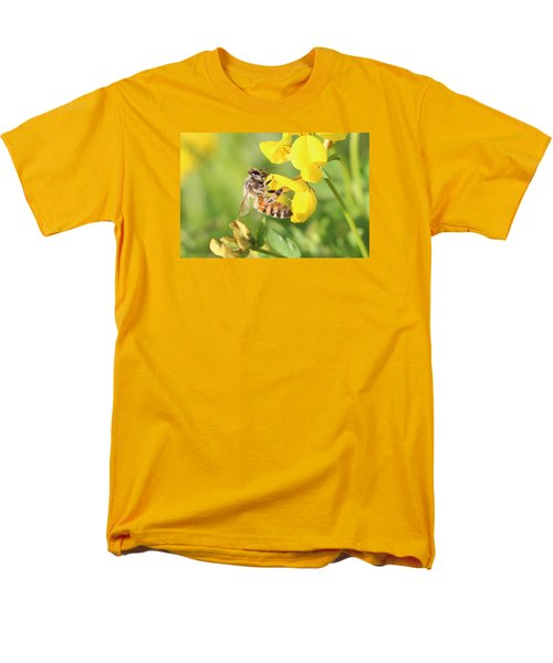 honeybee on Birdsfool Trefoil Men's T-Shirt  (Regular Fit) by Lucinda VanVleck