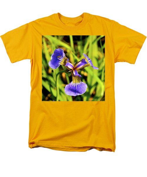 Men's T-Shirt  (Regular Fit) featuring the photograph Iris by Cathy Mahnke