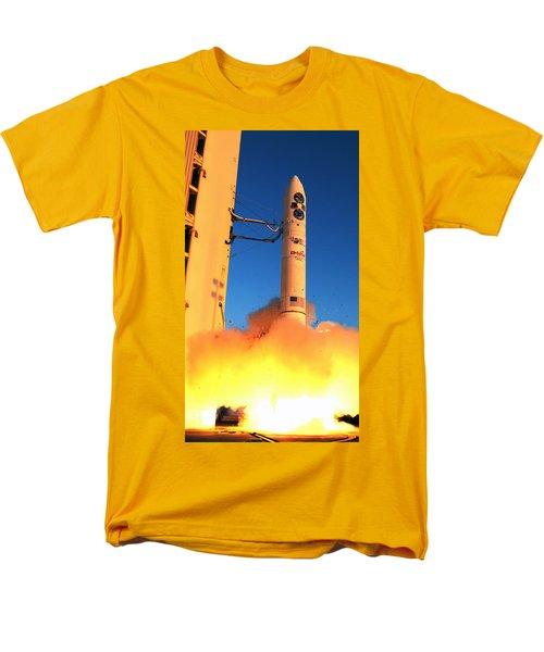 Minotaur Iv Rocket Launches Falconsat-5 Men's T-Shirt  (Regular Fit) by Science Source