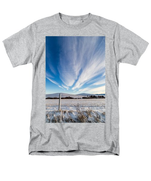 Under Wyoming Skies Men's T-Shirt  (Regular Fit)