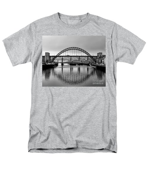 Bridges Over The River Tyne Men's T-Shirt  (Regular Fit)