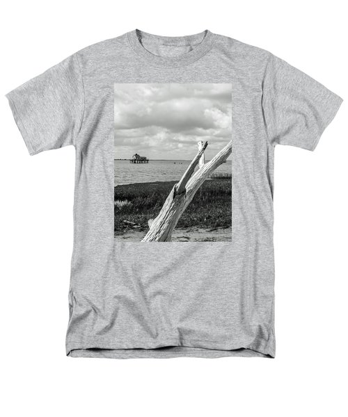 Chincoteague Oystershack Bw Vertical Men's T-Shirt  (Regular Fit) by Photographic Arts And Design Studio