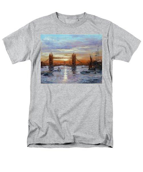 London Tower Bridge Men's T-Shirt  (Regular Fit) by Irek Szelag