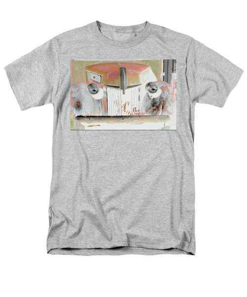 Old Ford Truck - Photopower Men's T-Shirt  (Regular Fit)
