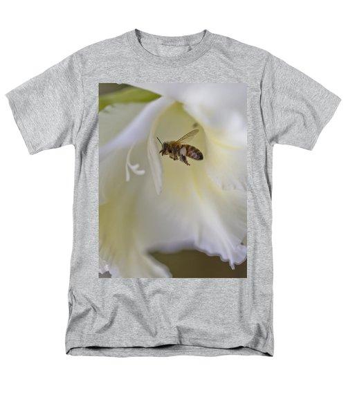 Pollen Carrier Bee Men's T-Shirt  (Regular Fit) by Maj Seda