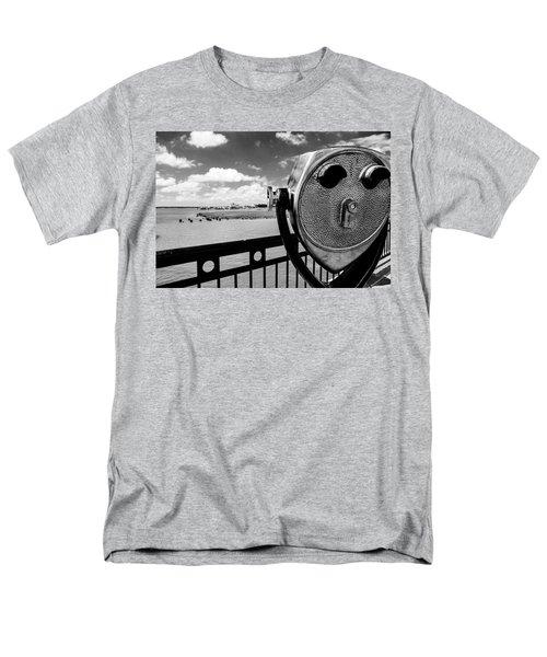 Men's T-Shirt  (Regular Fit) featuring the photograph The Viewer by Sennie Pierson
