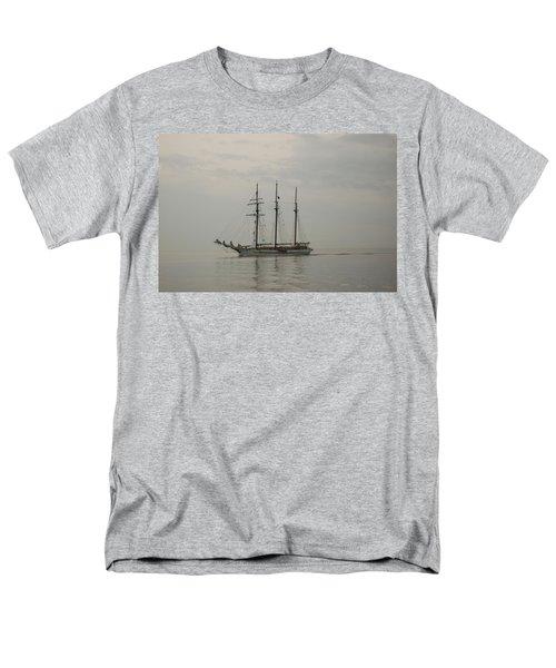 Topsail Schooner Mystic Men's T-Shirt  (Regular Fit)