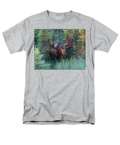 Men's T-Shirt  (Regular Fit) featuring the photograph Hunting Some Munchies by Doug Lloyd
