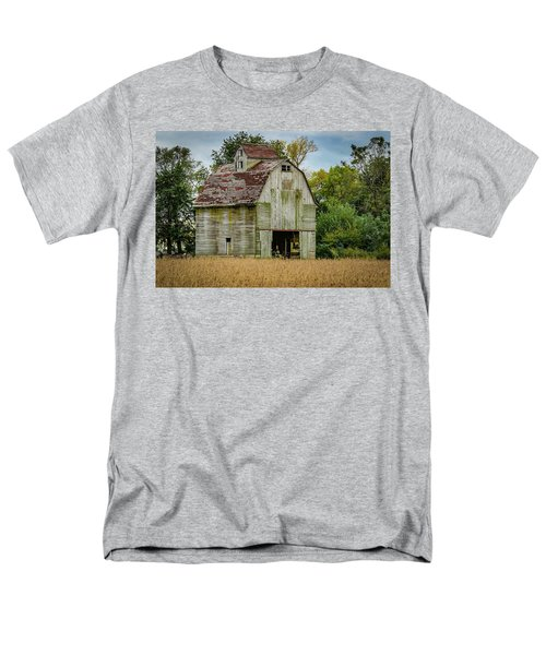 Iowa Barn Men's T-Shirt  (Regular Fit)