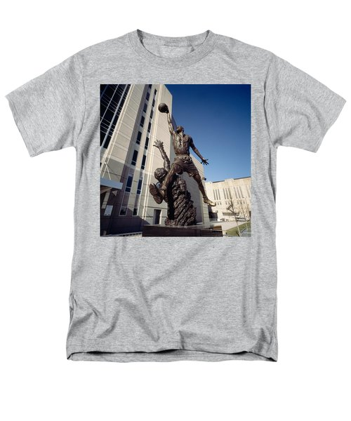 Low Angle View Of A Statue In Front Men's T-Shirt  (Regular Fit)