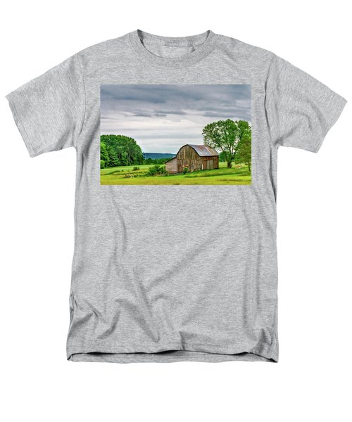 Men's T-Shirt  (Regular Fit) featuring the photograph Barn In Bliss Township by Bill Gallagher