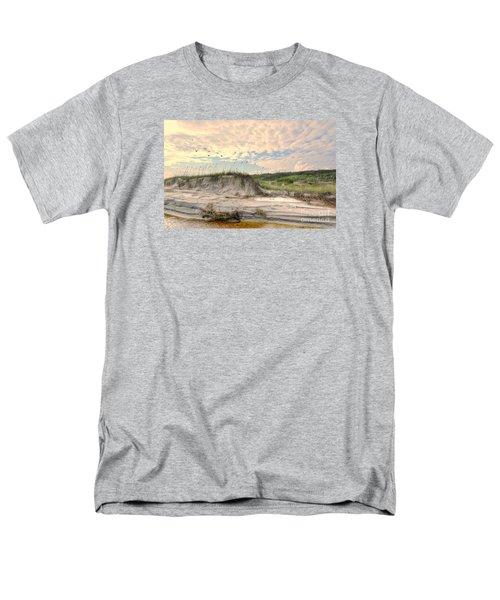 Beach Dunes And Gulls Men's T-Shirt  (Regular Fit)