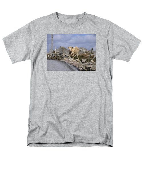 Men's T-Shirt  (Regular Fit) featuring the photograph Butterscotch by Suzanne Oesterling