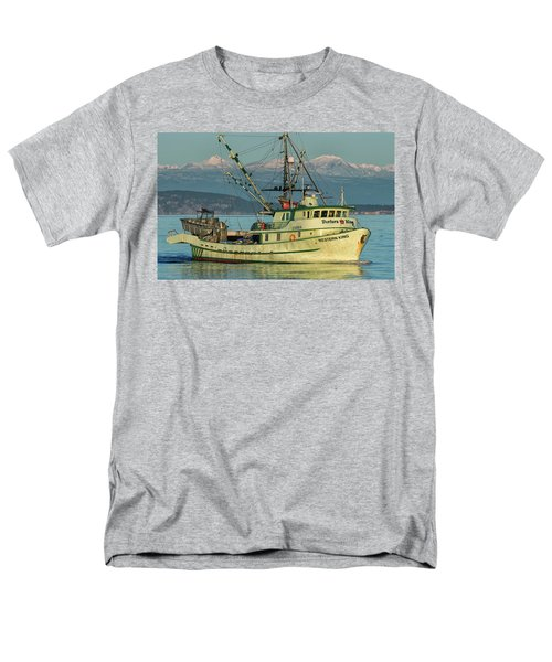 Men's T-Shirt  (Regular Fit) featuring the photograph Making The Turn by Randy Hall