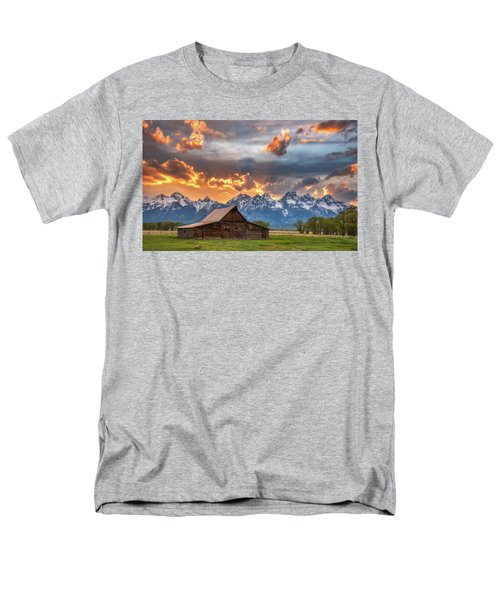 Moulton Barn Sunset Fire Men's T-Shirt  (Regular Fit) by Darren White