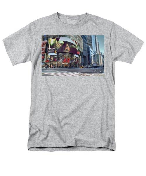 New York City - Broadway And 42nd St Men's T-Shirt  (Regular Fit)