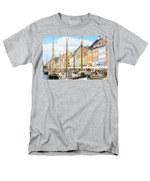 Nyhavn Men's T-Shirt  (Regular Fit) by Calvin Roberts Photography