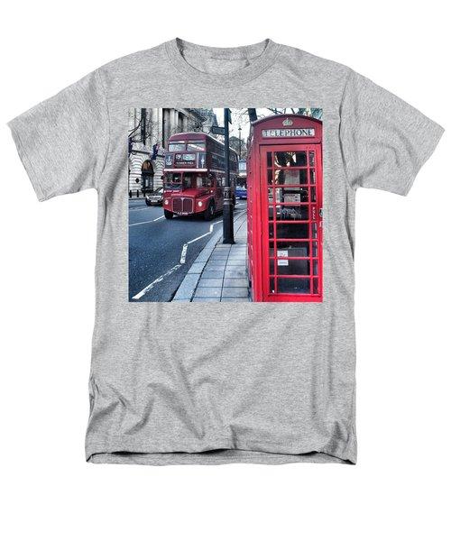 Red Bus In London  Men's T-Shirt  (Regular Fit)