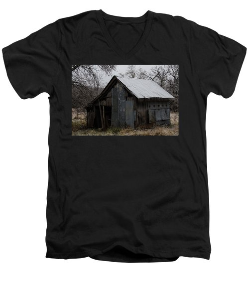 Patchwork Barn With Icicles Men's V-Neck T-Shirt