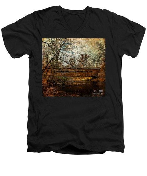 Rapps Dam Covered Bridge Men's V-Neck T-Shirt