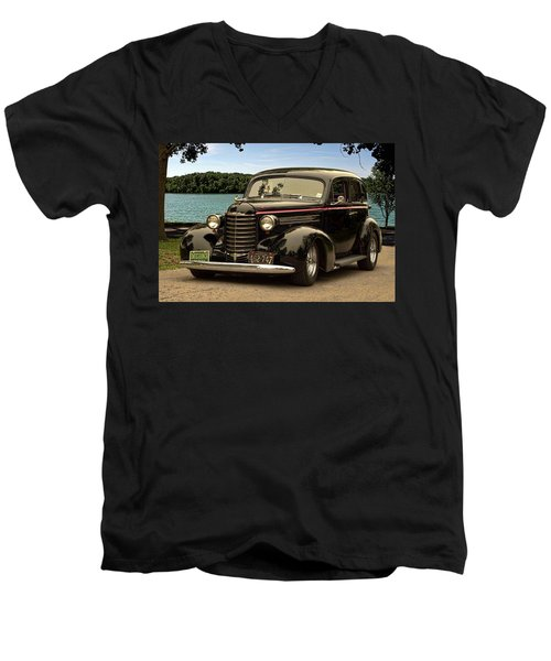 1937 Oldsmobile Custom Sedan Hot Rod Men's V-Neck T-Shirt