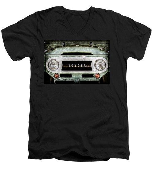 1969 Toyota Fj-40 Land Cruiser Grille Emblem -0444ac Men's V-Neck T-Shirt