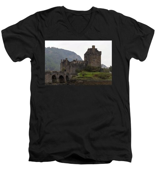 Cartoon - Structure Of The Eilean Donan Castle With A Stone Bridge Men's V-Neck T-Shirt