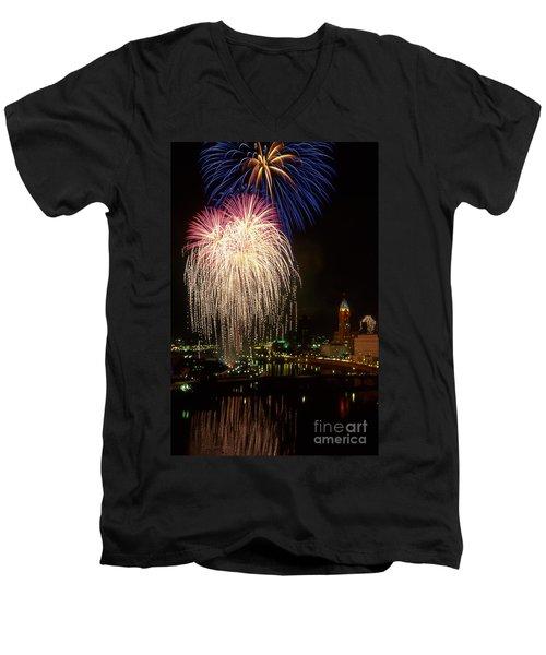 21l106 Red White And Boom Fireworks Photo Men's V-Neck T-Shirt
