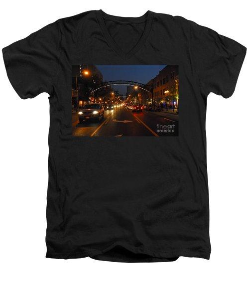 D8l-152 Short North Gallery Hop Photo Men's V-Neck T-Shirt