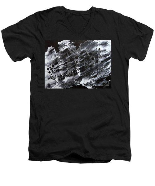 Curve Line Men's V-Neck T-Shirt