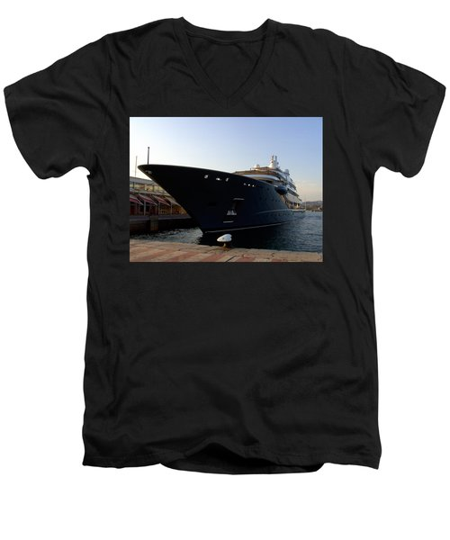 A Weekend Boat Men's V-Neck T-Shirt