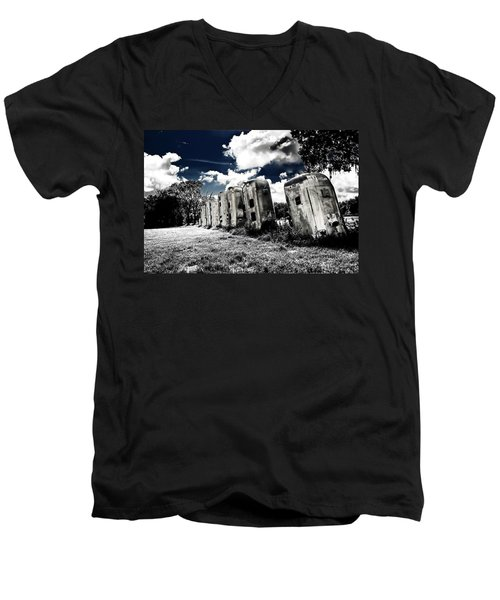 Airstream Ranch In Ir Hdr Men's V-Neck T-Shirt