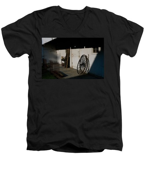 Amish Buggy Wheel Men's V-Neck T-Shirt