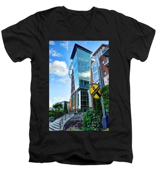 Art Crossing Men's V-Neck T-Shirt