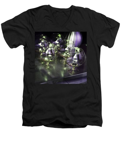 Aubergine Paris Wine Glasses Men's V-Neck T-Shirt