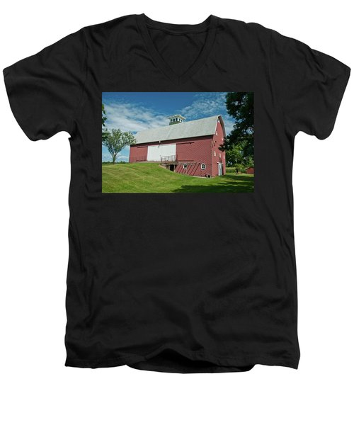 Men's V-Neck T-Shirt featuring the photograph Babcock Barn 2263 by Guy Whiteley