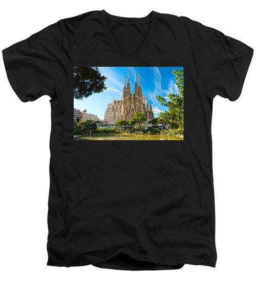 Barcelona - La Sagrada Familia Men's V-Neck T-Shirt
