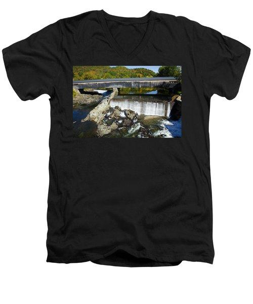 Bath Haverhill Covered Bridge In Autumn Men's V-Neck T-Shirt