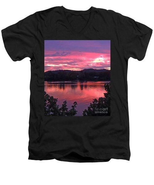 Beauty On The Ohio Men's V-Neck T-Shirt