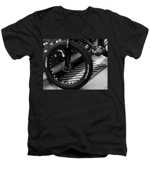 Bike Tire Men's V-Neck T-Shirt