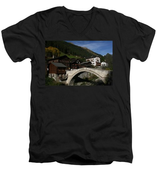 Binn Men's V-Neck T-Shirt