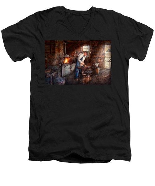 Blacksmith - The Smith Men's V-Neck T-Shirt