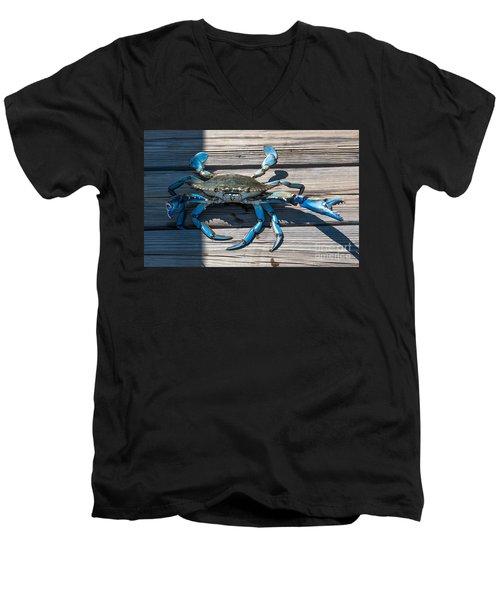 Blue Crab Pincher Men's V-Neck T-Shirt