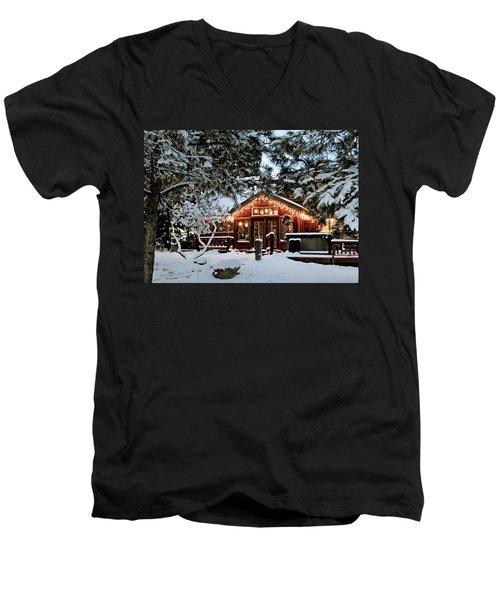 Cabin With Christmas Lights Men's V-Neck T-Shirt